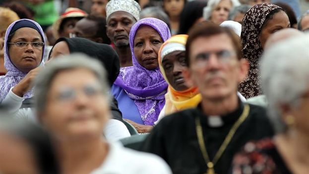 Oración interreligiosa celebrada en Cuba este domingo. (EPA/ALEJANDRO ERNESTO)
