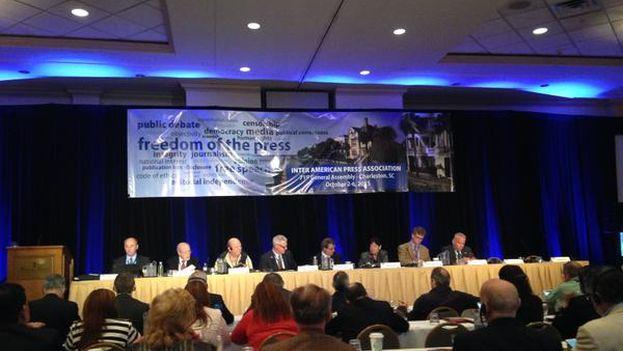 Panel en el marco de la 71 asamblea general de la Sociedad Interamericana de Prensa. (@sip_oficial)