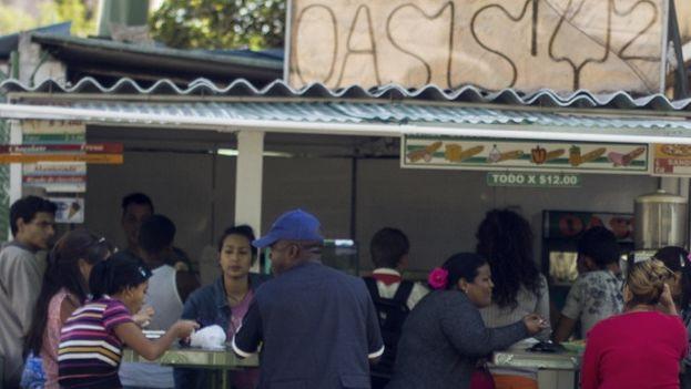 Restaurante con comida rápida en La Habana. (14ymedio)