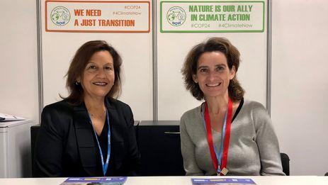 Teresa Ribera con Elba Rosa Pérez los resultados de un proyecto que analiza los impactos del calentamiento global en Cuba. (@mitecogob)
