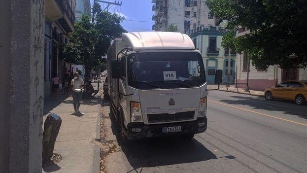Vehículo de reparto de comida comprada en la plataforma TuEnvio.cu. (14ymedio)