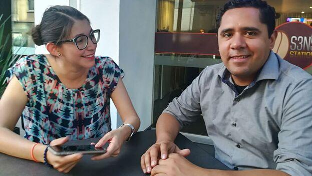 Xochiketzalli Rosas y Jordy Meléndez promotores del proyecto 'Factual' que apoya a jóvenes periodistas de América Latina. (14ymedio)