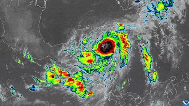 La tormenta tropical Zeta se intensificó a Huracán categoría 1. (Captura)