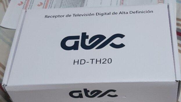 Las 'cajitas' pueden alcanzar hasta los 4.000 pesos en el mercado negro, aunque la televisión va perdiendo adeptos poco a poco. (14ymedio)