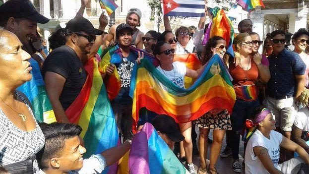 Un grupo de activistas se acercaron al punto de encuentro pese a la cancelación del evento. (Proyecto Abriendo Brechas de Colores)