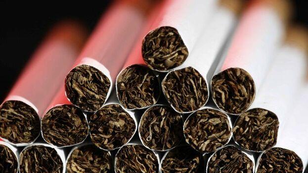El estudio confirma asimismo que el tabaquismo también enferma cada año en la región a 2,21 millones de personas. (EFE)