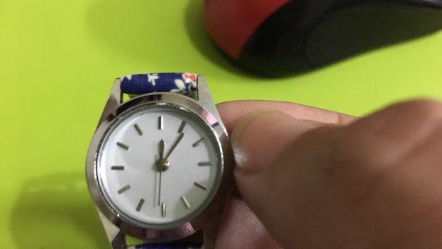 Este domingo, a la 1 de la madrugada los relojes deberán atrasarse una hora hasta las 12. (14ymedio)