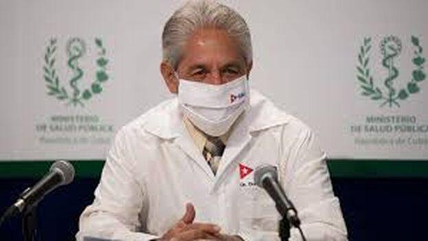 """""""No está claro, hasta donde yo he leído, la inmunidad que deja la vacuna"""", declaró Durán este lunes. (Captura)"""
