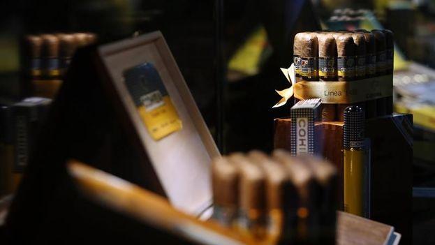 La edición 21 del mayor encuentro internacional sobre la producción del tabaco y la elaboración de los famosos puros habanos ofrecerá hasta el próximo viernes 22 a empresarios, especialistas y aficionados actividades que repasarán la rica cultura de la industria de la hoja.  (EFE)