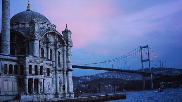 La mezquita de Ortaköy en Estambul. (14ymedio)