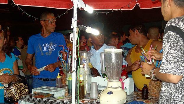 No faltaron las cajitas de comida criolla donde el arroz y la carne de cerdo se mezclaban con las viandas. (14ymedio)