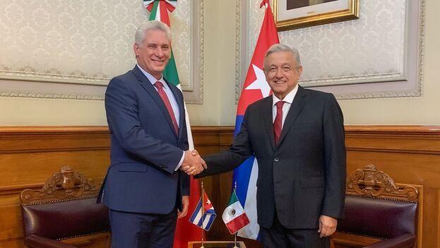 Los presidentes de México y Cuba durante un encuentro. (Captura)
