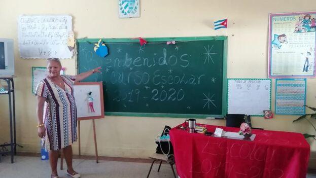 El pasado año se hizo viral una imagen en la que una profesora saludaba el inicio de curso con un 'biebenidos' en la pizarra. (@SofiaJimnezMar1/Twitter)