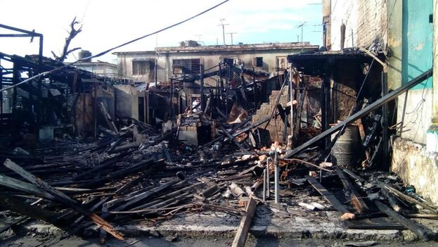 El pasado septiembre, el incendio de una moto eléctrica en La Habana afectó a las viviendas de alrededor. (Facebook)