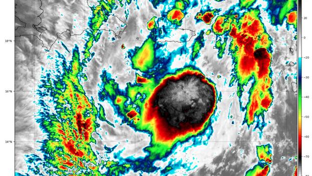 La tormenta 'Isaías' justo al sur de Puerto Rico, este jueves. (NHC)