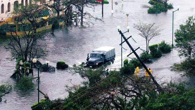 Algunos usuarios compartieron en redes sociales imágenes de los daños e inundaciones dejados por el huracán Delta. (@PatHito)