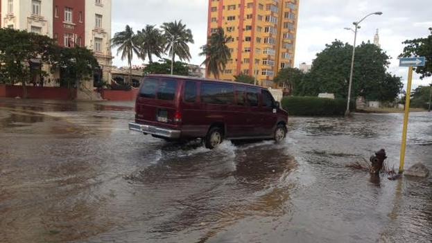 Los vecinos de la avenida Primera siguen siendo los más afectados. (14ymedio)